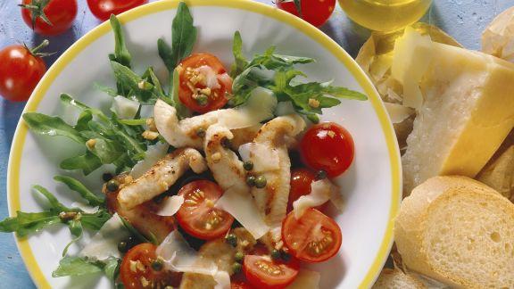 Rezept: Rucolasalat mit Hähnchenfilet, Cherrytomaten und Parmesan