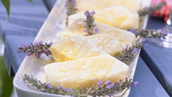 Rezept: Sahniges Lavendel-Eis mit Lavendelhonig