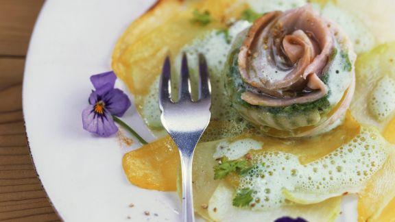Rezept: Saiblingsroulade mit Kohlrabi-Kartoffel-Carpaccio