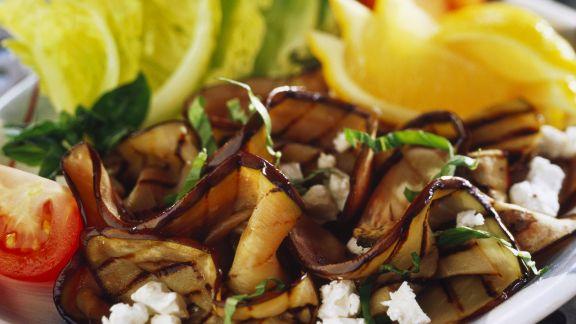 Rezept: Salat aus gegrillten Auberginen und Schafskäse