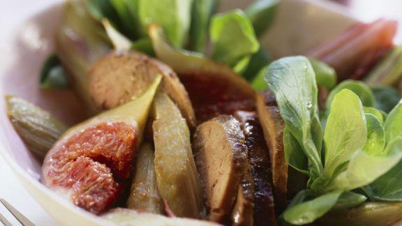 Rezept: Salat aus Rapunzel, Entenleber, Feigen und Rhabarber