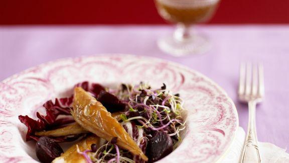 Rezept: Salat aus Roter Bete, Radicchio, Räuchermakrele und Sprossen