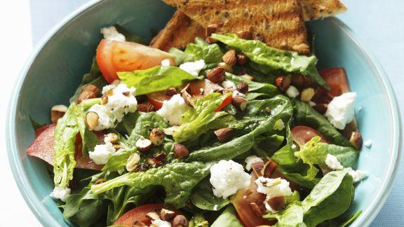 Rezept: Salat aus Spinat und Ziegenfrischkäse