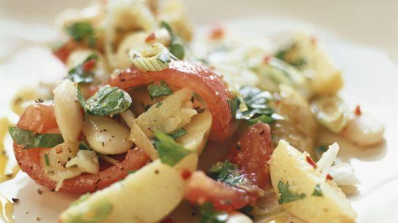 Rezept: Salat aus weißen Bohnen, Kartoffeln und Tomaten