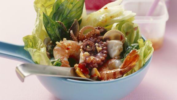 Rezept: Salat im asiatischen Stil mit Meeresfrüchten