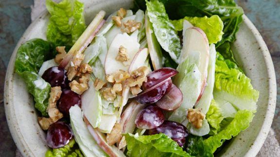 salat mit pfeln sellerie und trauben rezept eat smarter. Black Bedroom Furniture Sets. Home Design Ideas