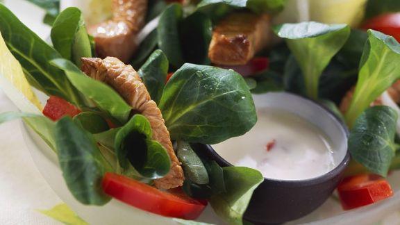 salat mit chicoree feldsalat und putenstreifen rezept eat smarter. Black Bedroom Furniture Sets. Home Design Ideas