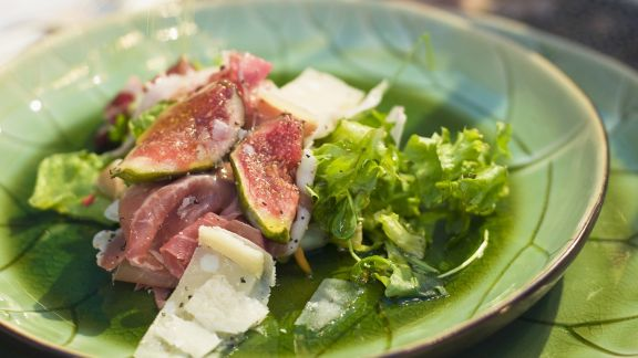 salat mit feigen schinken und parmesan rezept eat smarter. Black Bedroom Furniture Sets. Home Design Ideas