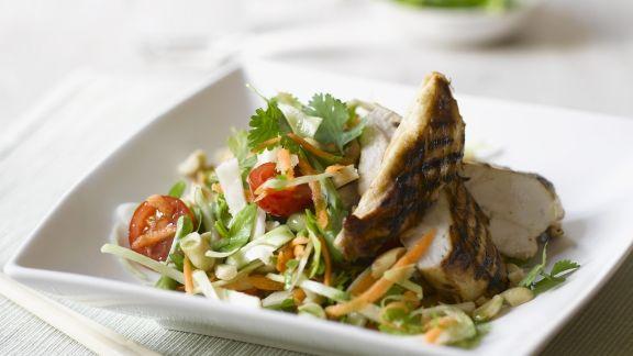Rezept: Salat mit Hähnchenbrust vom Grill