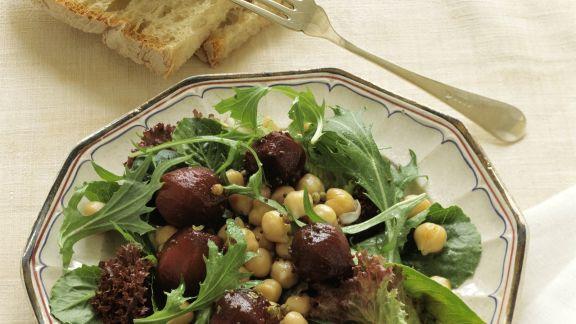 Rezept: Salat mit Kichererbsen und Roter Bete