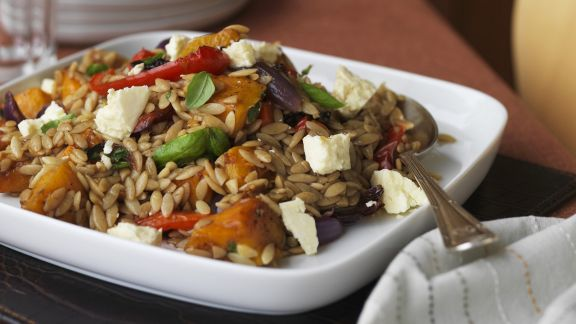 Rezept: Salat mit Kürbis, Orzo und Schafskäse