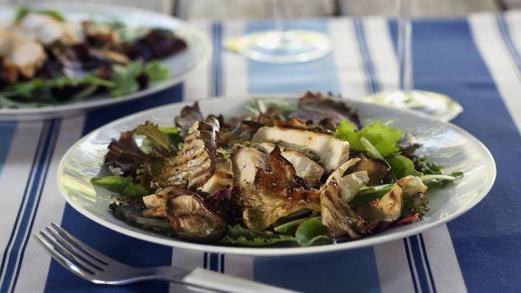 Rezept: Salat mit Pilzen und gebratenem Hähnchen