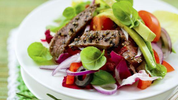 Rezept: Salat mit Rindfleischstreifen und Avocado