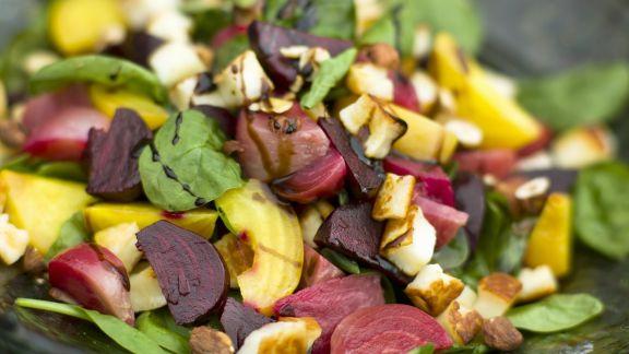 Rezept: Salat mit Roter Bete und Halloumi