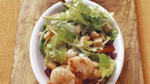 Rezept: Salat mit Shrimps, Croutons und Vinaigrette