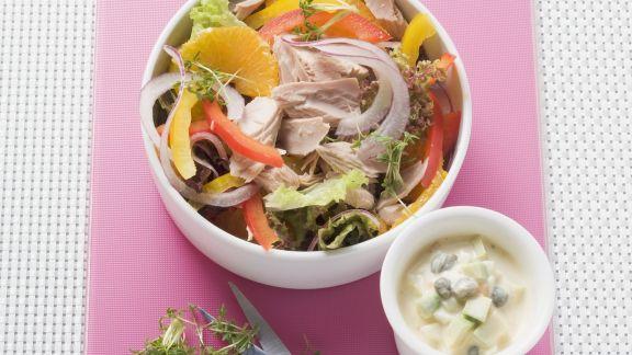 Rezept: Salat mit Thunfisch dazu Avocado-Gewürzmayonnaise