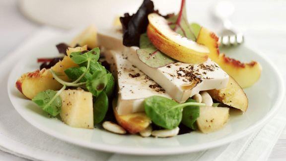 Rezept: Salat mit Tofu und Pfirsichen
