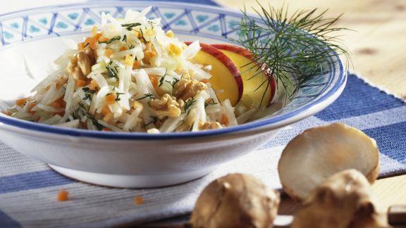 Rezept: Salat mit Topinambur, Äpfeln und Walnusskernen