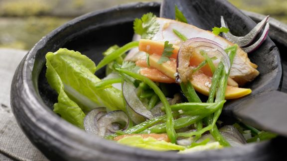 Rezept: Salatschüssel mit Räucherhähnchen