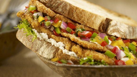 Rezept: Sandwich mit Hähnchen und Gemüsesalsa
