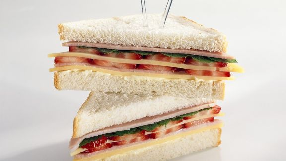 Rezept: Sandwich mit Käse, Schinken und Erdbeeren