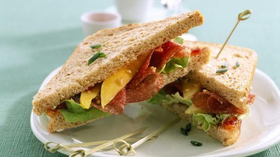 Rezept: Sandwich mit Putensalami und Mango