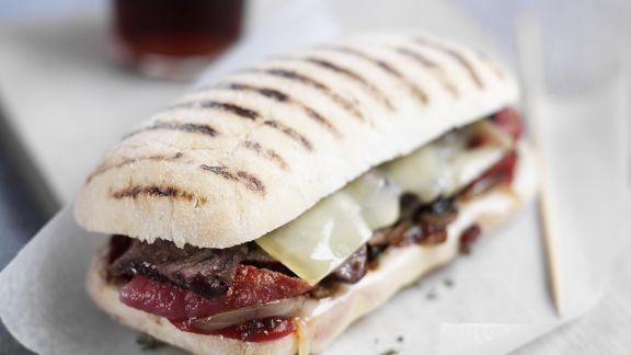 Rezept: Sandwich mit Rindfleisch, Käse und getrockneten Tomaten