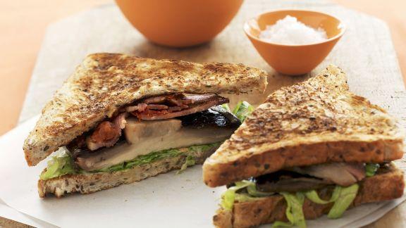 Rezept: Sandwich mit Speck, Tomate, Salat und Champignons