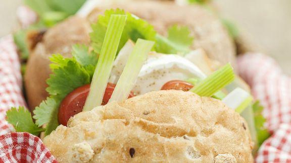 Rezept: Sandwich mit Ziegenkäse, Tomaten, Sellerie und Koriander