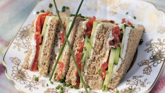 Rezept: Sandwichs mit Räucherlachs, Frischkäse und Gurke