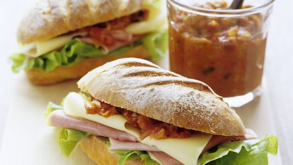 Rezept: Sandwichs mit Schinken, Käse und Tomatenrelish