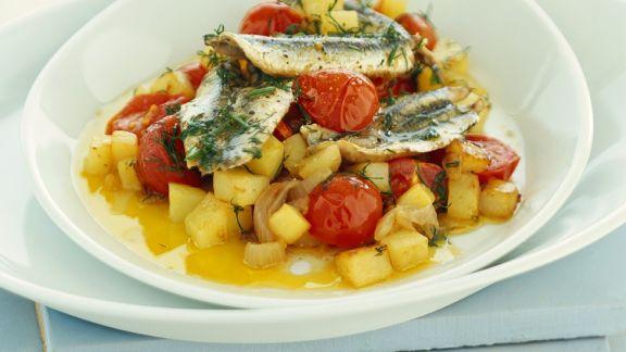 Rezept: Sardellenfilets auf Tomaten-Kartoffel-Ragout