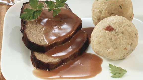 Rezept: Sauerbraten mit Semmelklößen