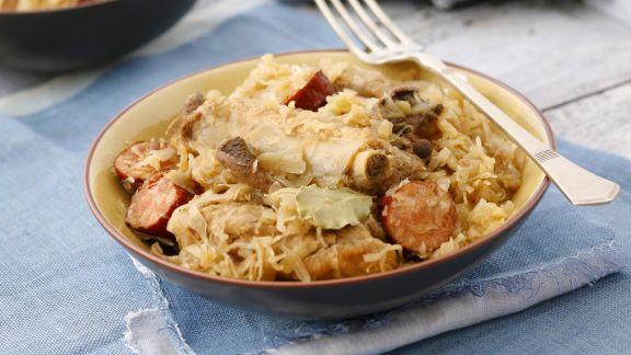 Rezept: Sauerkraut mit Schweinerippchen und Wurst
