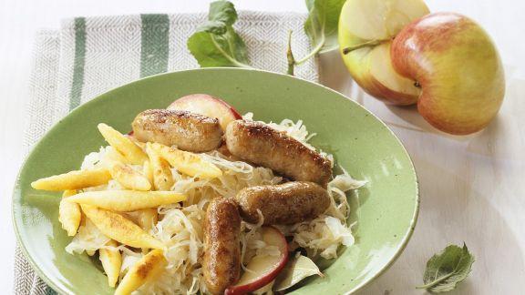 Rezept: Sauerkraut mit Würstchen und Schupfnudeln