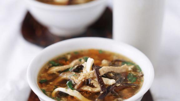 Rezept: Scharf-saure-Suppe mit Fleisch und Pilzen
