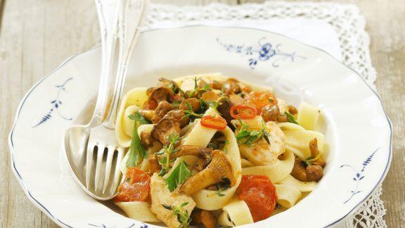 Rezept: Scharfe Pasta mit Pfifferlingen und Cherrytomaten