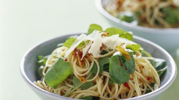 Rezept: Scharfe Pasta mit Rucola und Knoblauch