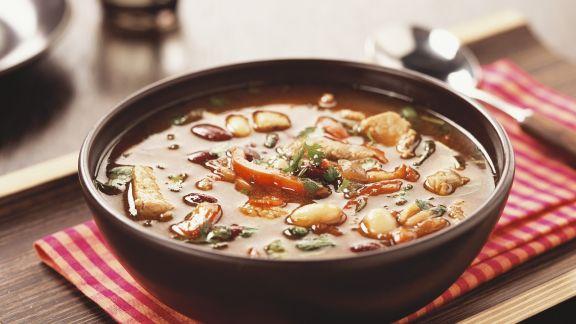 Rezept: Scharfe Schweinefleischsuppe mit Chili und Paprika