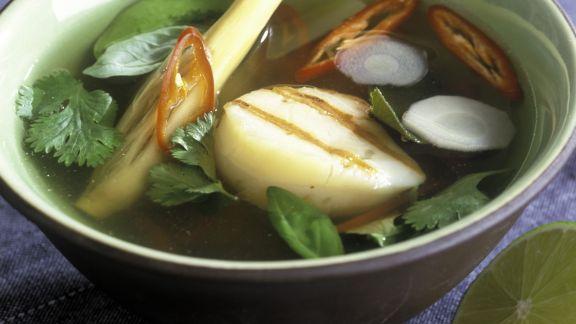 Rezept: Scharfe Suppe mit Jakobsmuscheln und Zitronengras