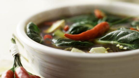 scharfe thai suppe mit zitrone und tofu rezept eat smarter. Black Bedroom Furniture Sets. Home Design Ideas