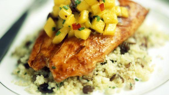 Rezept: Scharfes Hähnchenfilet mit Mango und Couscous