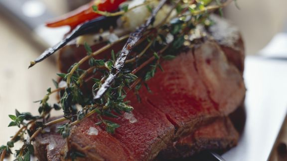 Rezept: Scharfes Rinderfiletsteak mit Birnen und Gewürzbutter