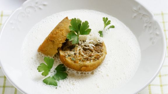 Rezept: Schaumige Meerrettichsuppe mit Ochsenschwanzeinlage