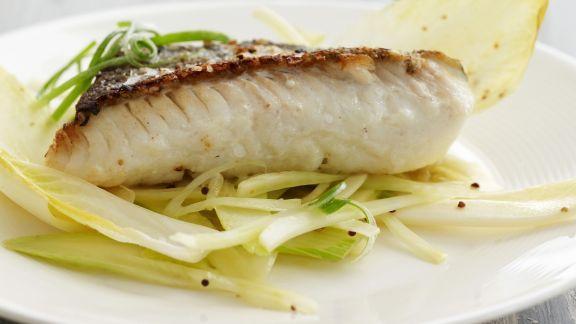 Rezept: Schellfisch mit Chicoréesalat
