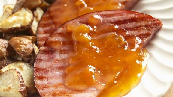 Rezept: Schinken vom Grill mit Orangensoße und Kartoffeln