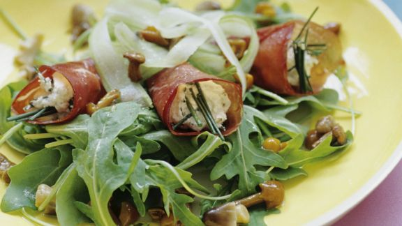 Rezept: Schinkenrouladen mit Pilz-Rucola-Salat