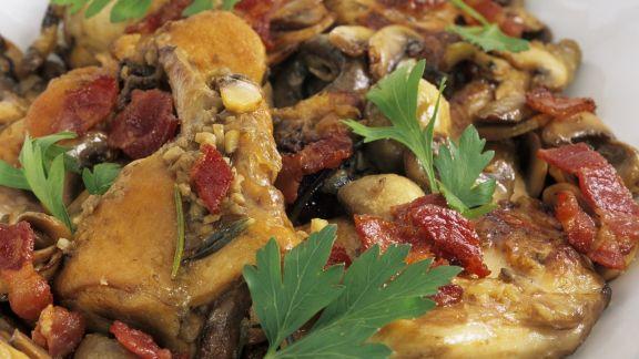 Rezept: Schmor-Kaninchen mit Pilzen und Zwiebeln