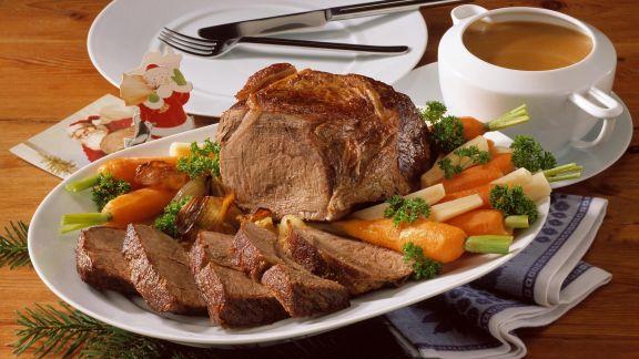 Rezept: Schmorbraten mit Rotweinsoße und gemischtem Gemüse