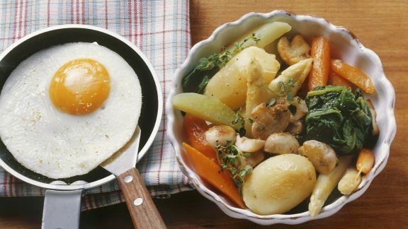 Rezept: Schmorgemüse mit Spiegelei